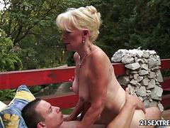 sexy ebony bitch massage after fuck